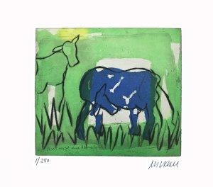 Blaue Kuh im Grünen